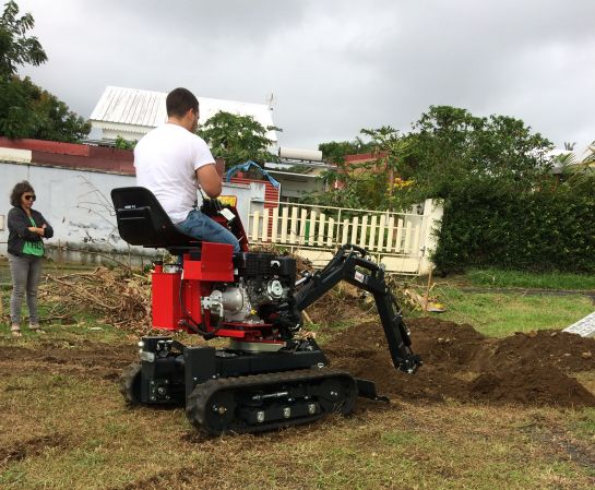 We planted banana trees with our mini-digger !