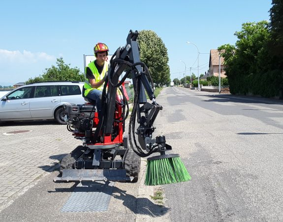 Mini-digger Accessory  - The radial sweeper