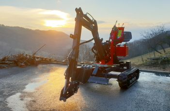 The multi-function mini-digger with continued 360° rotation