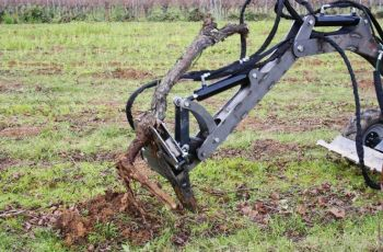 Mini-digger accessory - The vine stock extractor